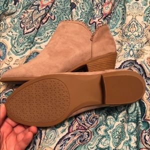 Maurices Shoes - Size 10 taupe booties
